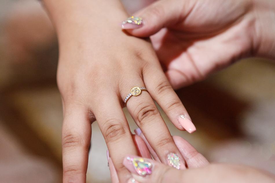 dedos de la quinceañera