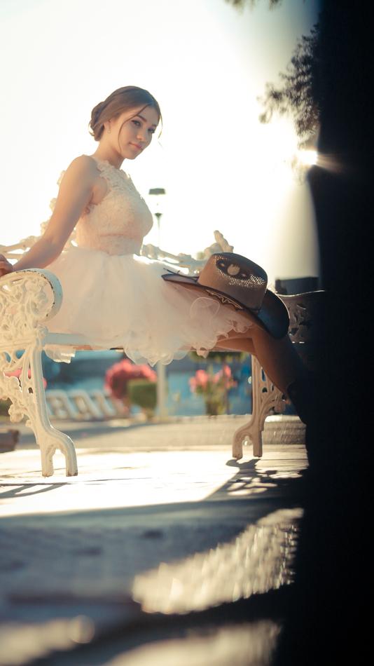Quinceañera vaquera sentada